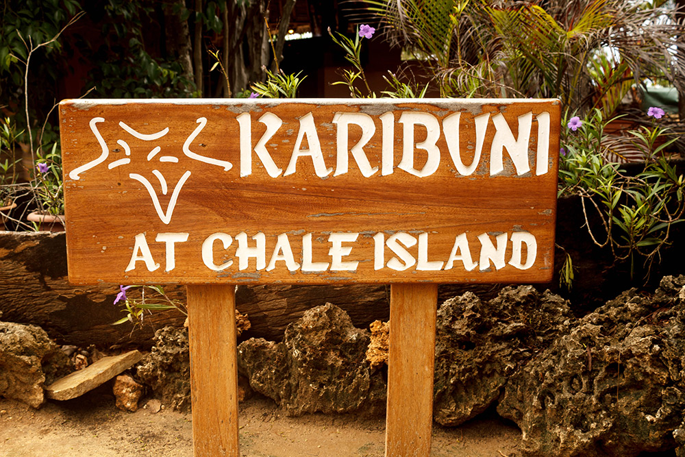 Welcome sign at Chale Island
